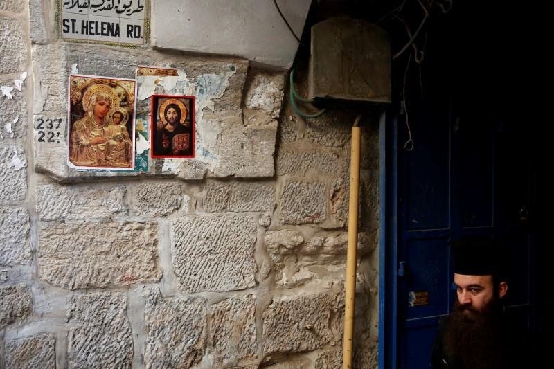 An Orthodox Christian priest walks in the Christian Quarter of Jerusalem's Old City June 21, 2016. REUTERS/Ronen Zvulun