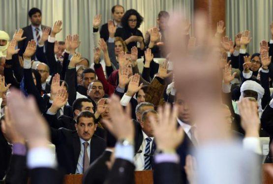 هل من حق بوتفليقة حكم الجزائر رغم أنه وُلِدَ في المغرب؟